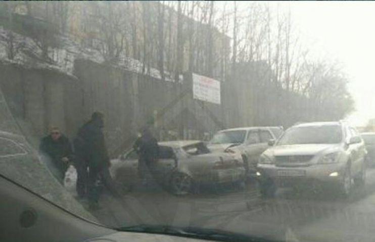 Тяжелое ДТП произошло перед Рудневским мостом во Владивостоке
