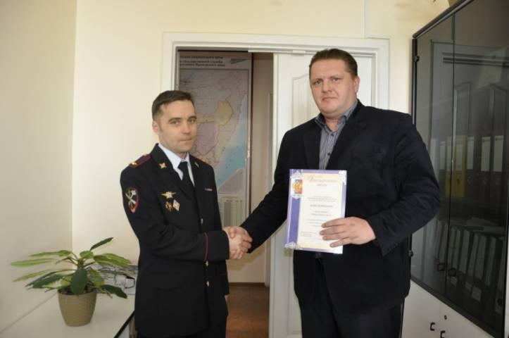 Жители Владивостока догнали и удерживали грабителя до приезда полиции