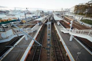 Две 15-летние девушки попали под поезд в Приморье