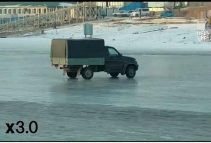 Военный УАЗ удивил пользователей дрифтом на озере в Приморье