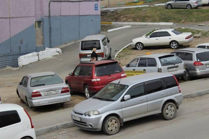 «Бог парковки» понес двойное наказание от жителей Нейбута во Владивостоке