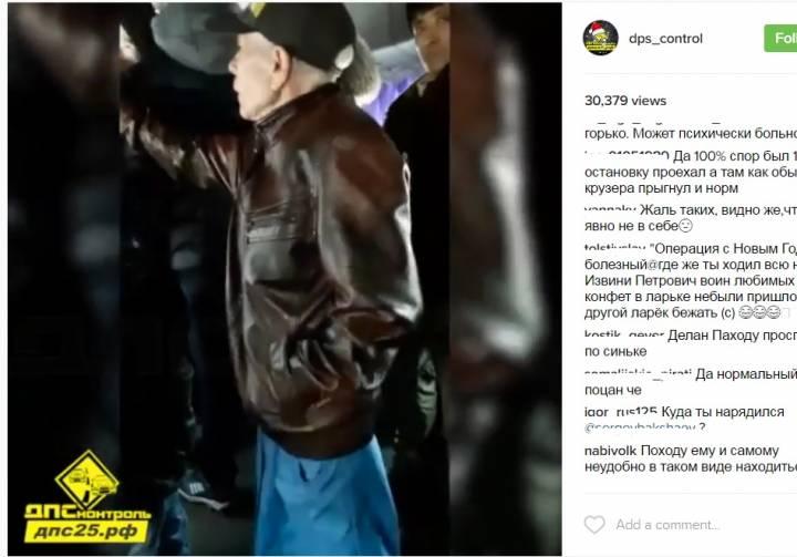 Мужчина в синей юбке и черных туфлях-лодочках объявился в Находке