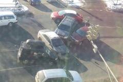 Во Владивостоке на перекрестке четыре автомобиля собрались в кучу