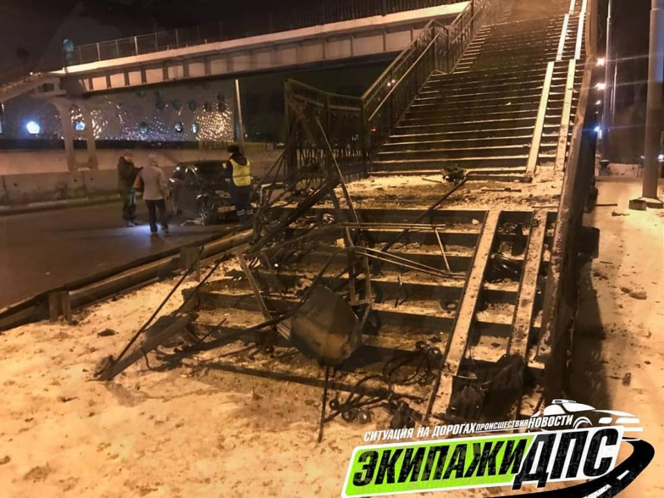 Новое крупное ДТП с виадуком сняли на видео во Владивостоке