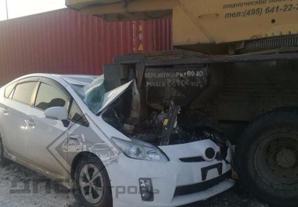 Стали известны подробности столкновения КамАЗа с Toyota Prius в Приморье