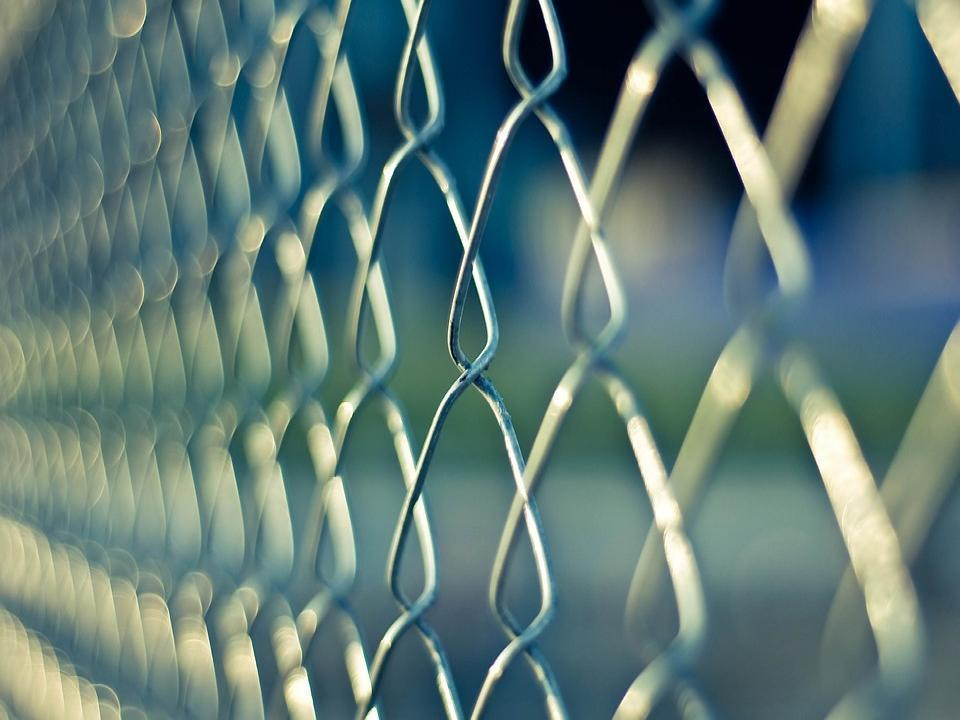 С помощью ребенка осужденному в Приморье хотели передать запрещенный предмет