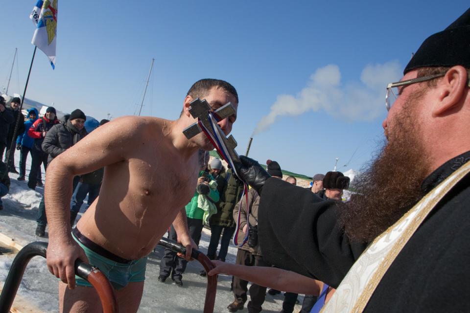 Владивостокцы окунулись в крещенские проруби