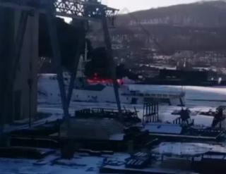 «Кто-то обед грел»: жители Владивостока продолжают обсуждать пожар рядом с подлодкой