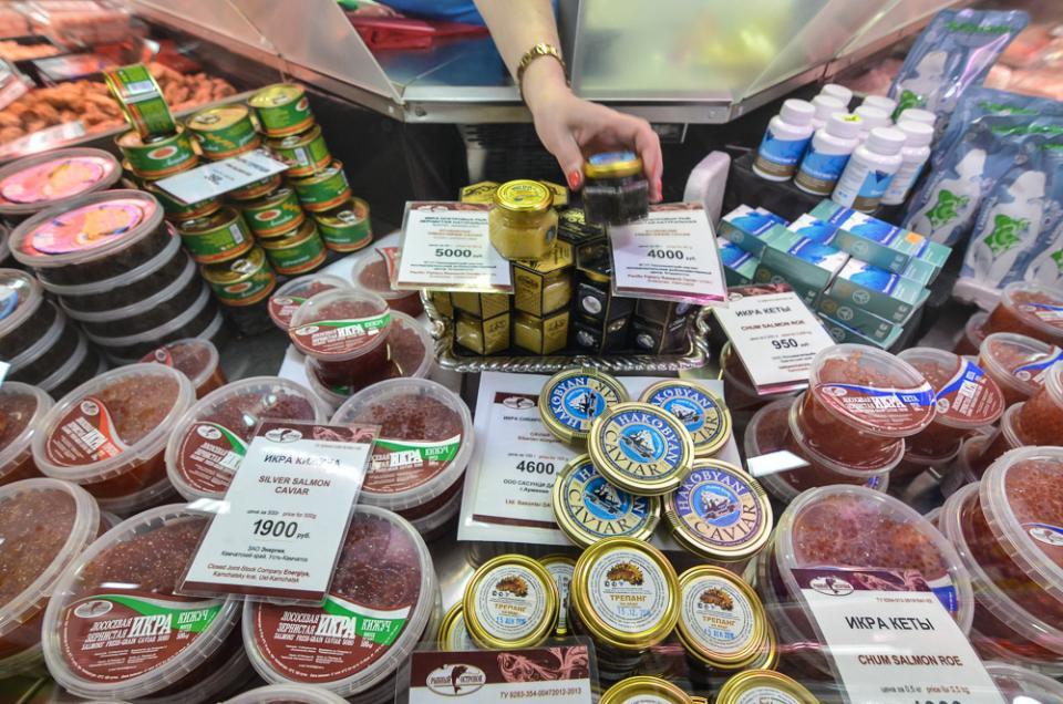 Неизвестного качества морепродуктами торговал приморец