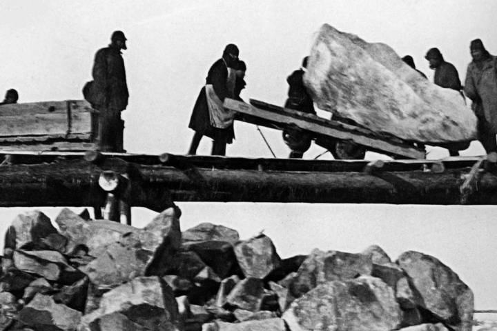 Жительница Приморья разыскивает родственников погибшего в концлагере бойца