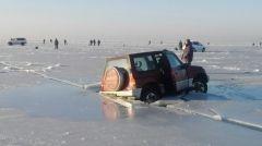 Неоправданный риск: автомобилисты продолжают испытывать судьбу на льду
