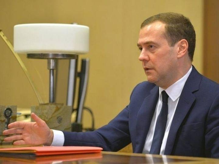 Медведев потребовал привести городские улицы в порядок за пятилетку