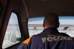 Во Владивостоке на оторвавшейся льдине в море уносит около 50 рыбаков