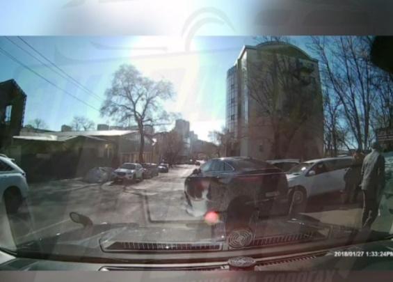 Автоледи разгневала жителей Владивостока своим маневром на дороге