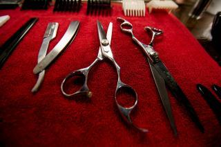 Вооружившись ножницами, бомж ограбил магазин во Владивостоке