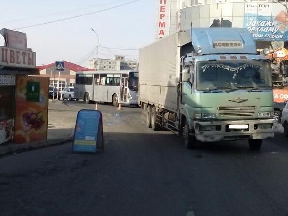 Водитель грузовика сбил 80-летнего мужчину во Владивостоке