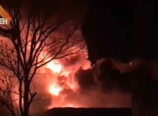 В эти минуты: во Владивостоке вспыхнул крупный пожар на 1000 кв. м