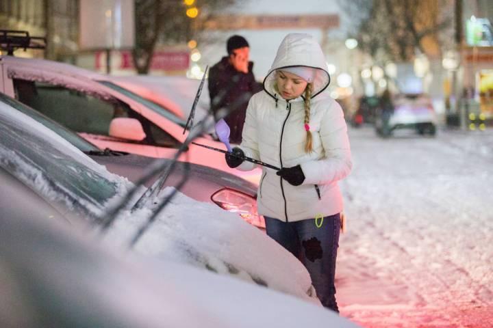 Автоледи лишилась машины, припарковав ее ночью на придомовой территории во Владивостоке