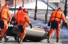 Подростка, засмотревшегося на горящее судно, спасли во Владивостоке