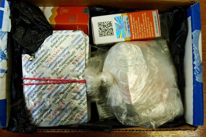 На таможне Владивостока изъяли две посылки с сильнодействующими веществами