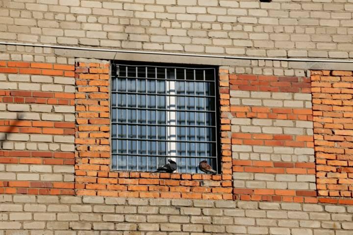 Мужчина из села Каменушка курил марихуану при жене и детях