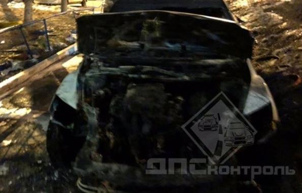 Поджогом кроссовера во Владивостоке заинтересовалась полиция