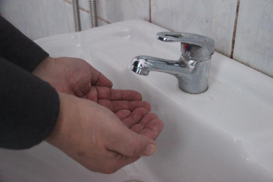 Трубу холодного водоснабжения прорвало в приморском городе