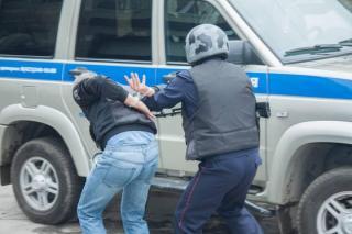 Мужчину с синтетическими наркотиками задержали во Владивостоке