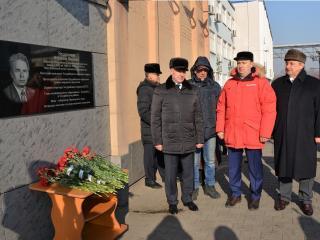 Имя экс-мэра Уссурийска увековечили на мемориальной доске
