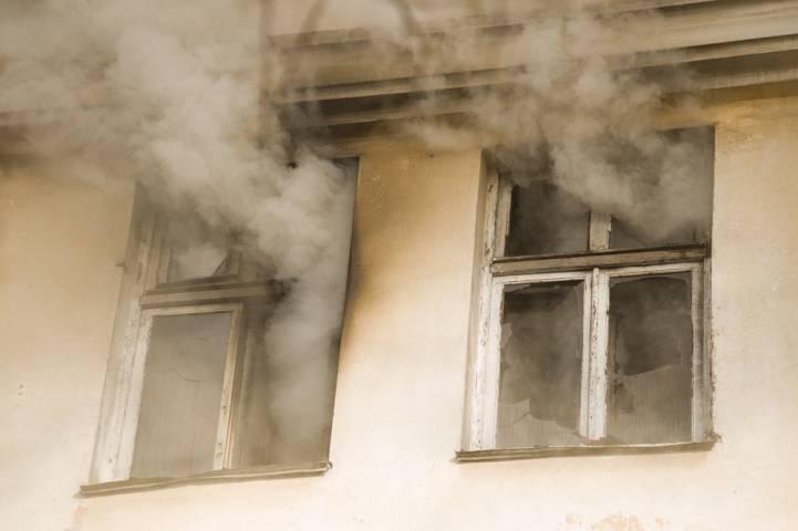 Нежилой дом сгорел в Приморье