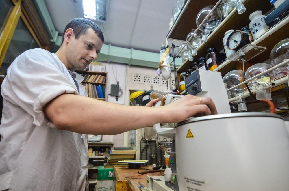 Приморские ученые отметили День российской науки на работе