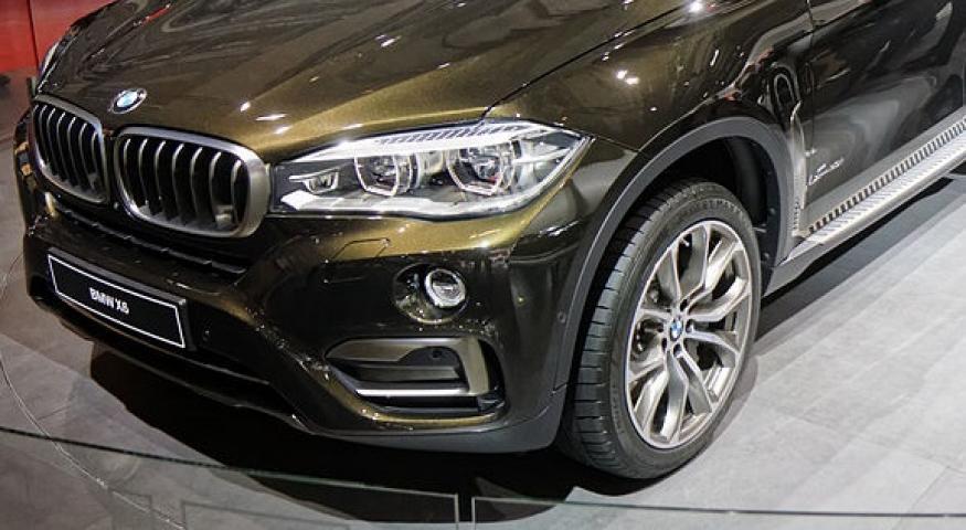 Во Владивостоке на платной стоянке «раздели» BMW