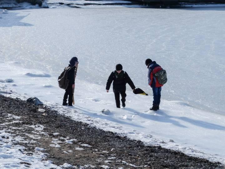 Жителям Владивостока не рекомендуют выходить на лед в выходные дни