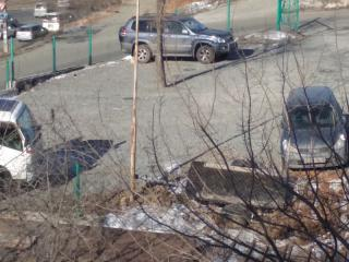 На незаконные автостоянки во Владивостоке пришли полицейские