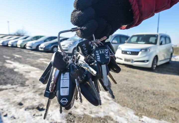 Житель Владивостока угнал у москвича машину с пачкой денег