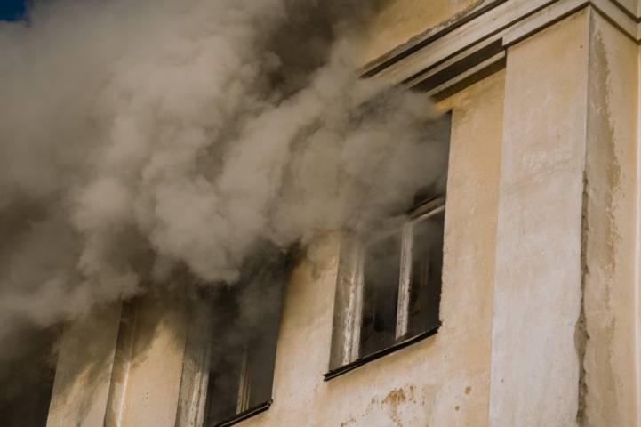 В Приморье загорелся деревообрабатывающий цех