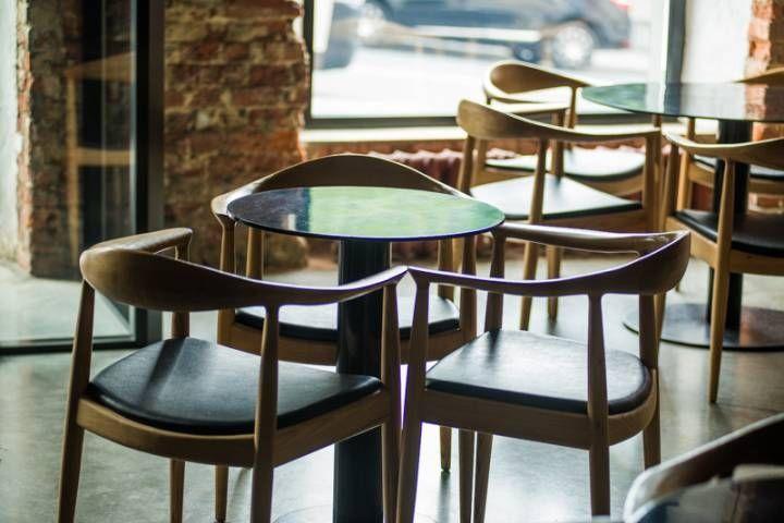 Студент с подростком хотели обокрасть кафе в центре Владивостока