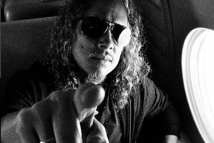 Жительница Владивостока поймала медиатор Кирка Хэммета из Metallica на концерте в Лос-Анджелесе