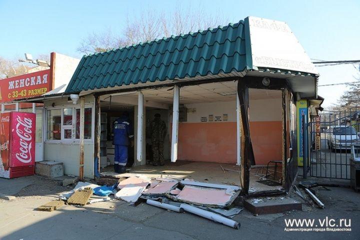 Во Владивостоке на улице Русской снесли нелегальное кафе