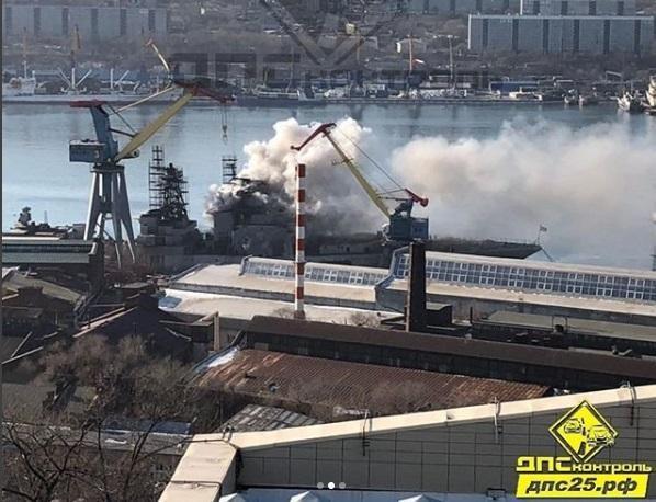 В ТОФ прокомментировали пожар на противолодочном корабле во Владивостоке