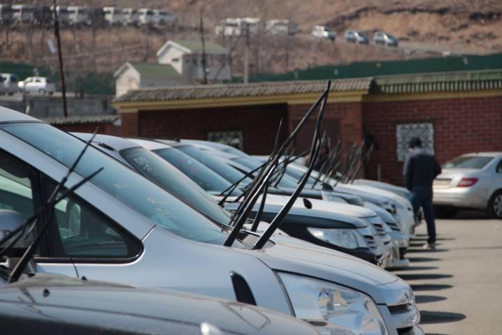 Во Владивостоке мошенник обманул мужчину при покупке авто
