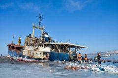 Бездействие администрации порта Владивосток привело к угрозе экологического бедствия
