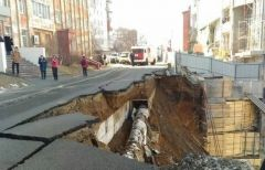 Рухнувшая подпорная стена на Станюковича заблокировала машины в подземном гараже