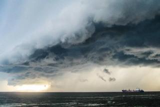 Мусор с акватории порта Владивосток оказался в заливе Находка