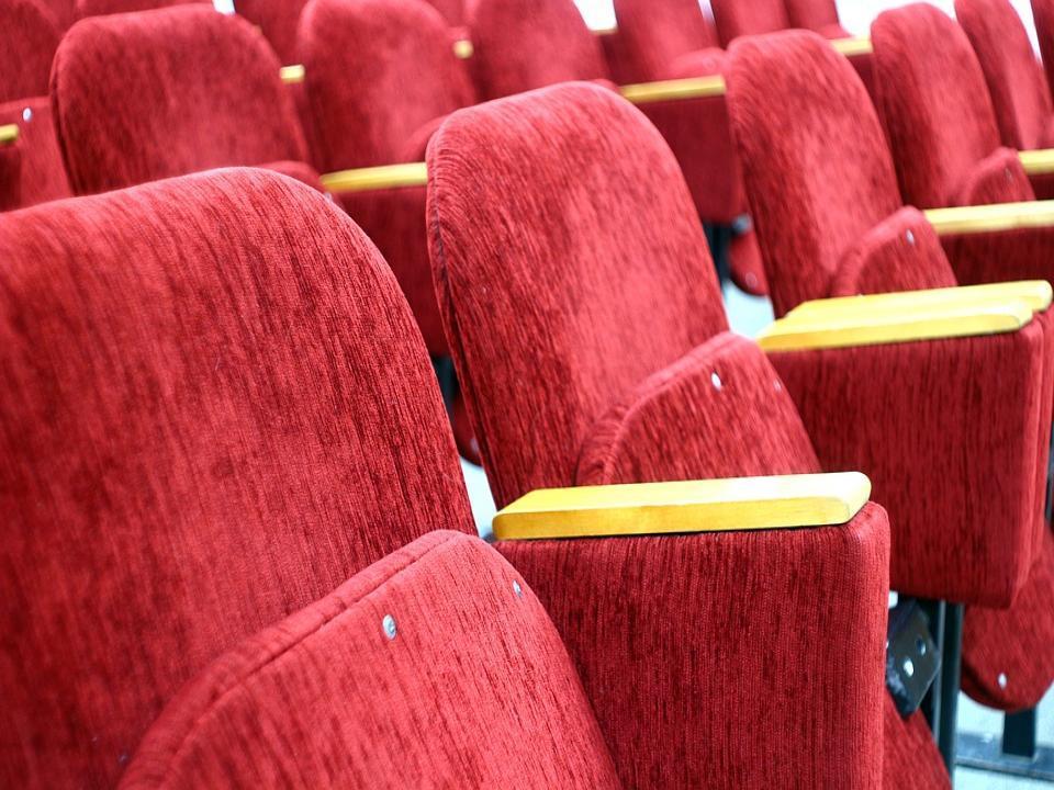 Поход в кинотеатр закончился для жительницы Владивостока весьма плачевно