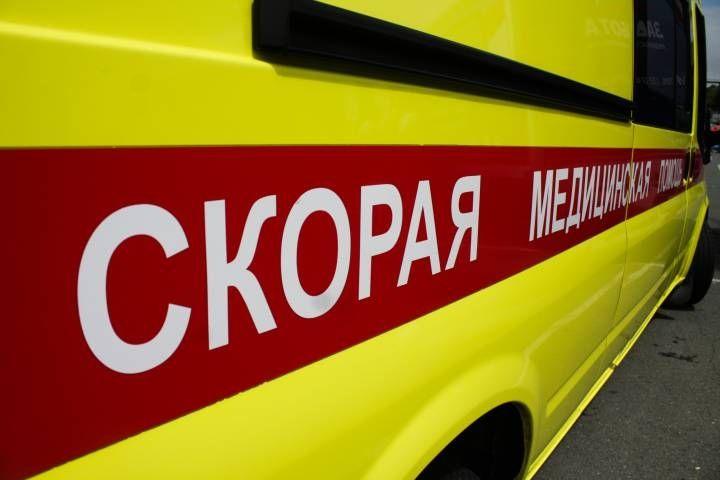 Босую женщину в халате и в крови обнаружили на улице во Владивостоке