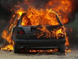 Поздно ночью во Владивостоке сгорели два автомобиля