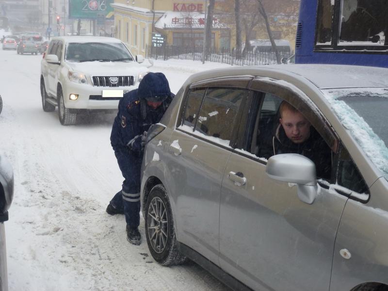 Снег и гололедица могут осложнить жизнь приморским автомобилистам