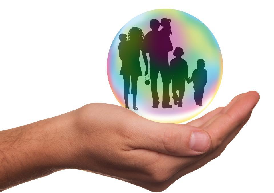 Если человек принимает решение застраховаться, его мотив – благополучие и материальная безопасность семьи
