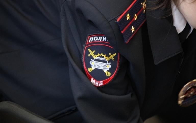 В пассажирском автобусе вор-карманник обокрал сотрудницу администрации Владивостока
